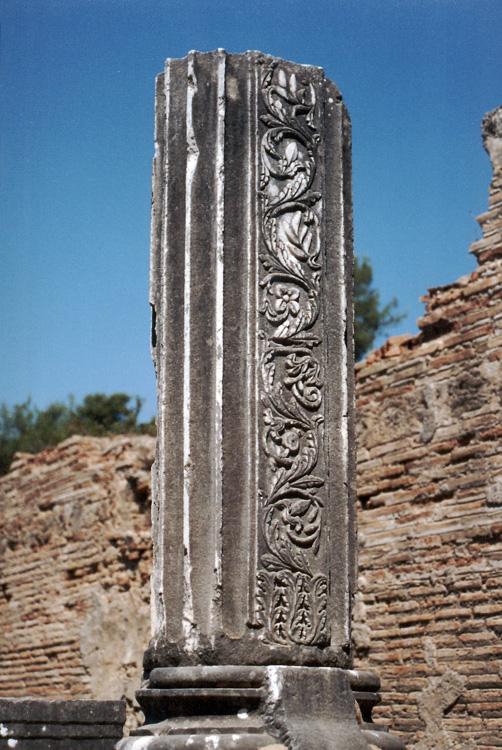 Broken Stone Pillar : Column at olympia greece columna á grecia